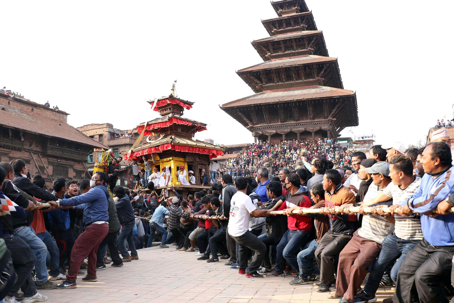 https://www.bhaktapur.com/wp-content/uploads/2020/03/bisketjatra-2.jpg