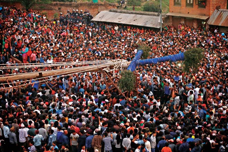 https://www.bhaktapur.com/wp-content/uploads/2020/03/bisketjatra-3.jpg