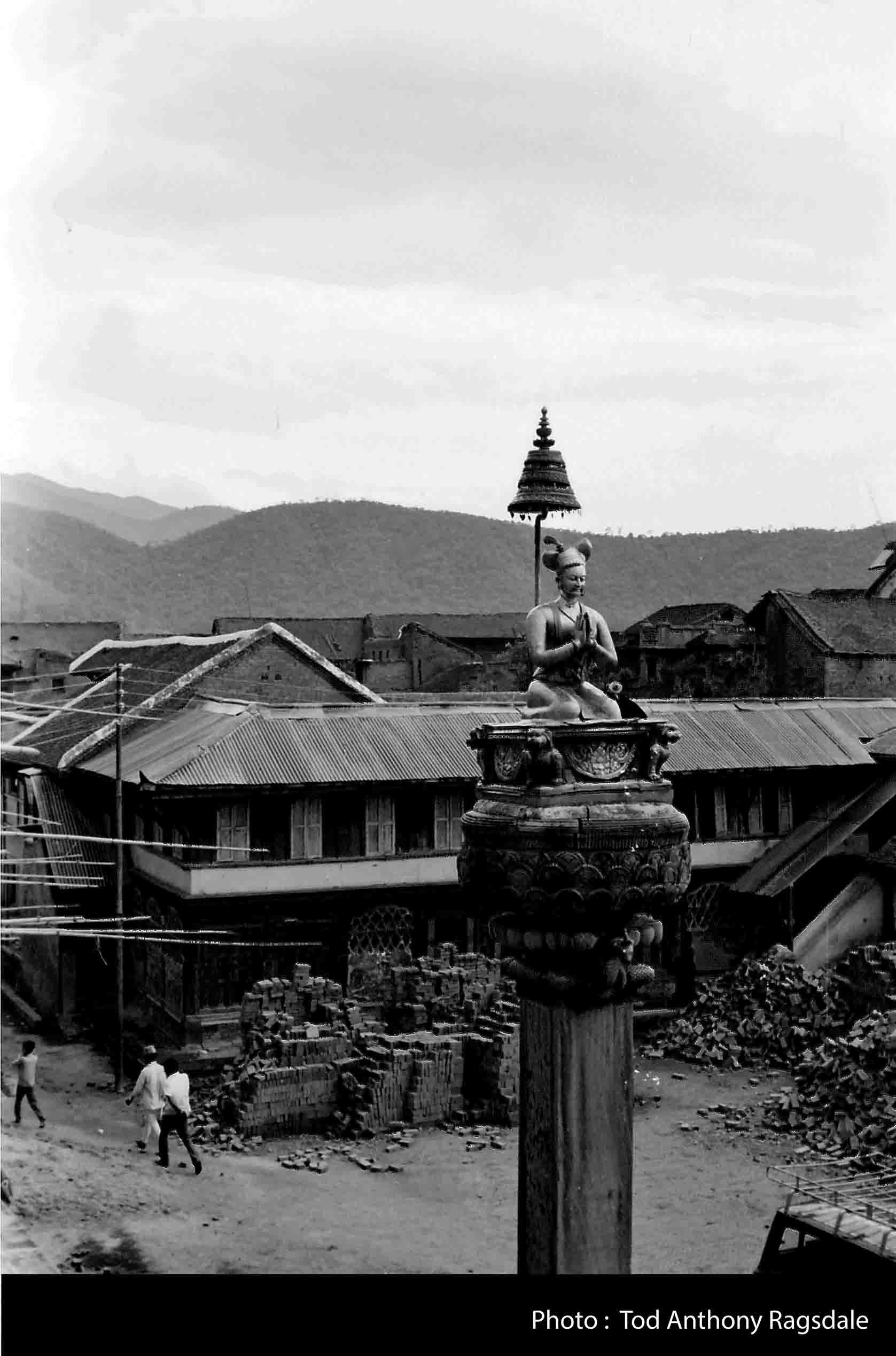 Statue of King Bhupatindra Malla image