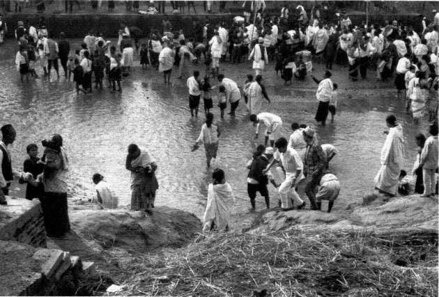 Ceremonial bathing in the Hanumante River image