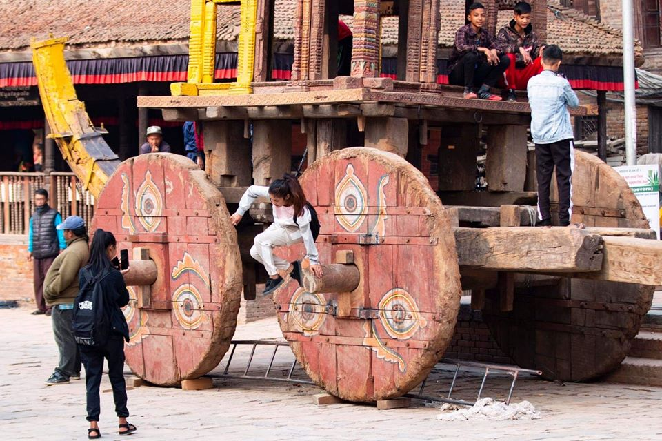 Children sitting on the underconstructed Chairot image
