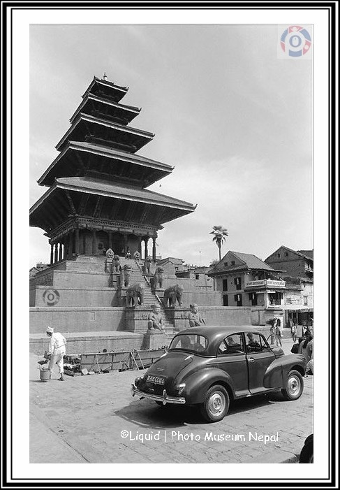 Morris Minor (1965), infront of Nyatapola image