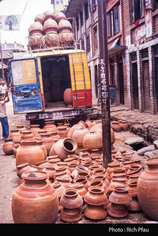 Minibus being laoded with new pottery at Thimi in 1991 image