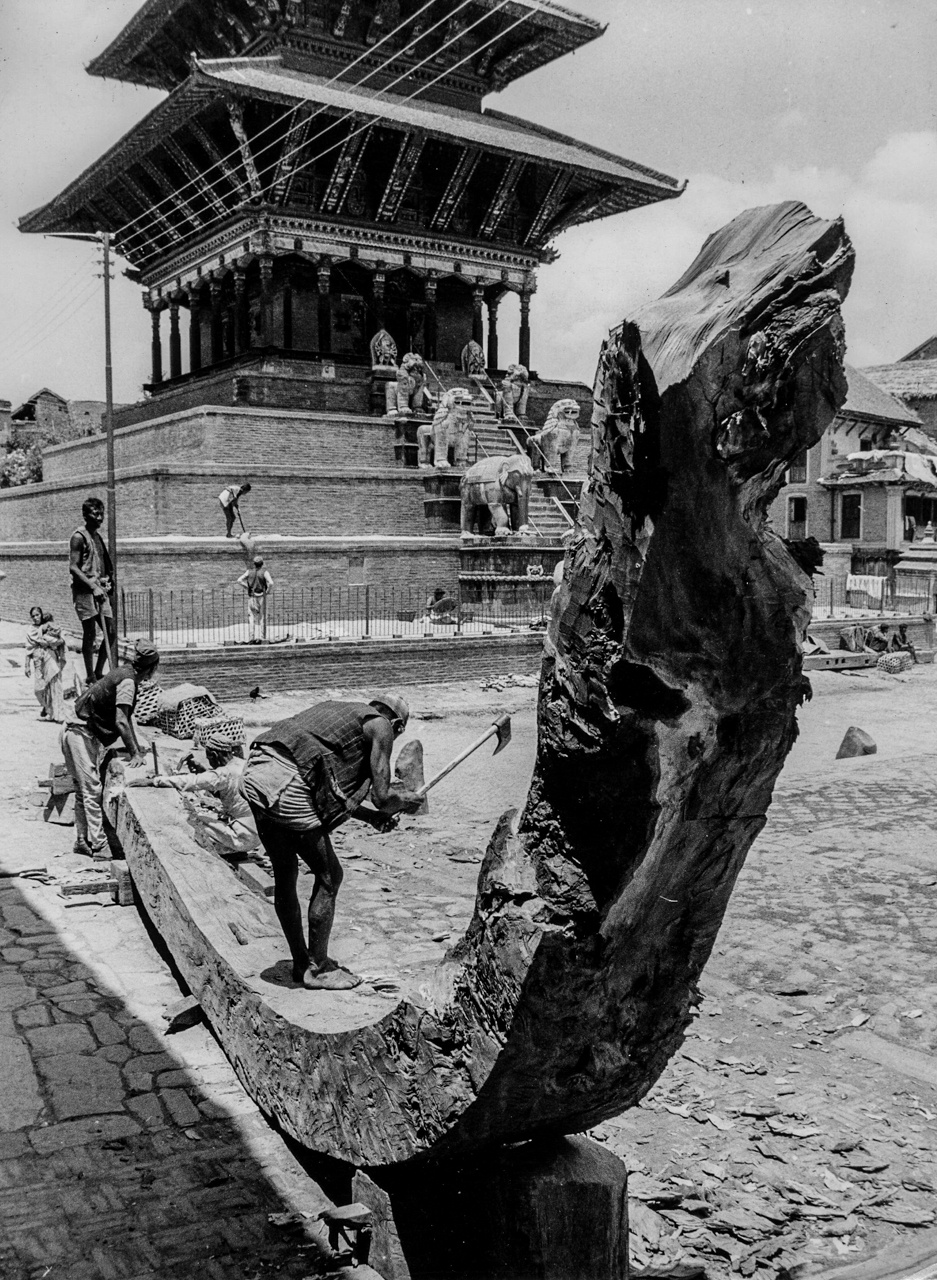 Making of long wooden curve for Bhairavnath chariot image