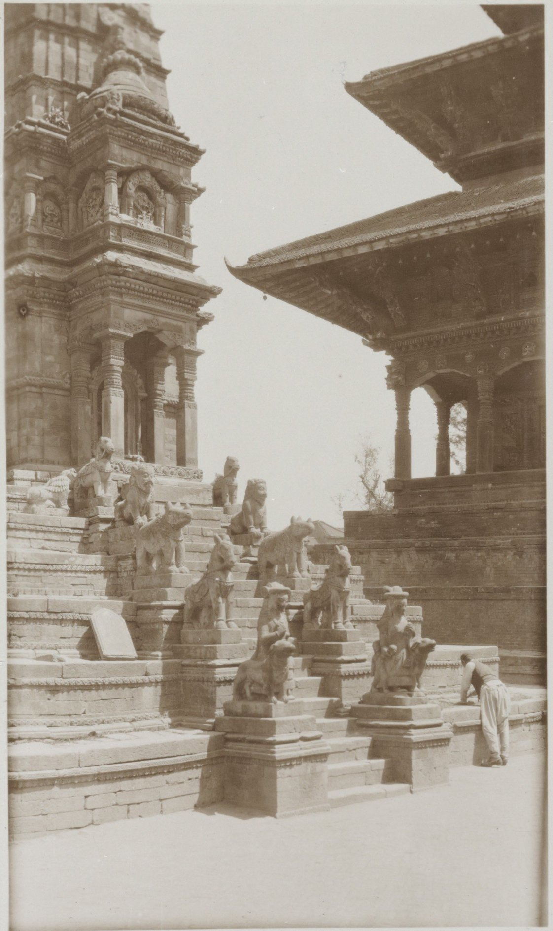 Siddhilaxmi temple staircase 1932-34 image