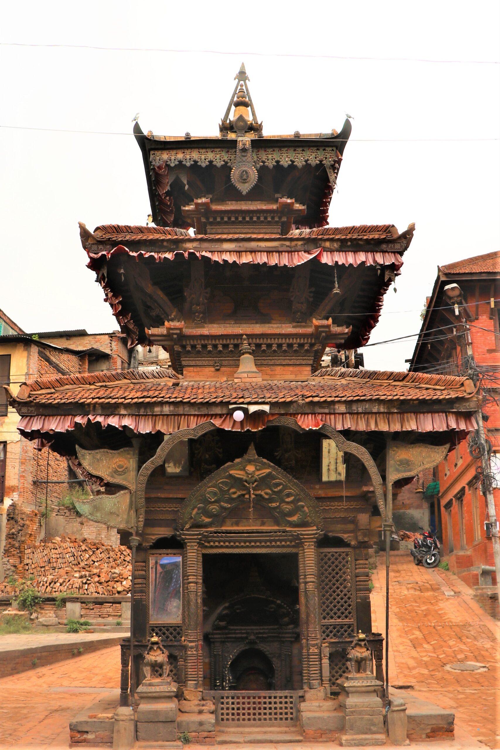Salan Ganesh Temple and the pond image
