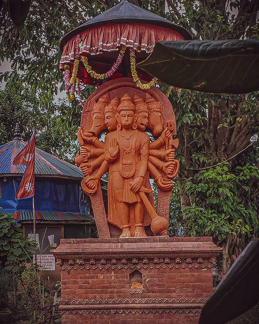 the statue of panchamukhi hanuman at trishul danda