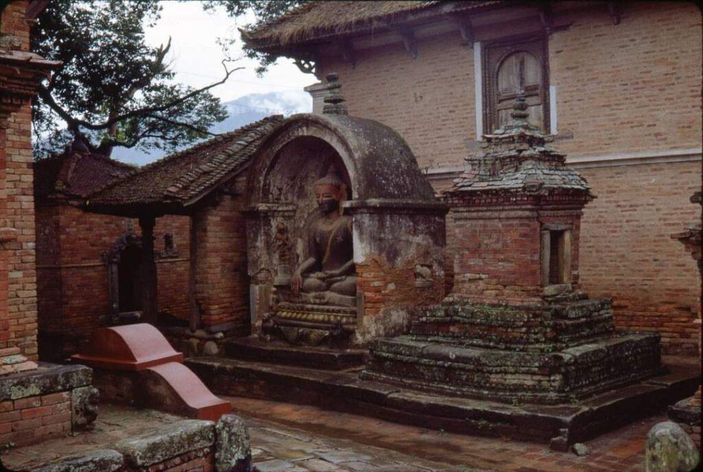 Image of buddha at Hanuman ghat before quake