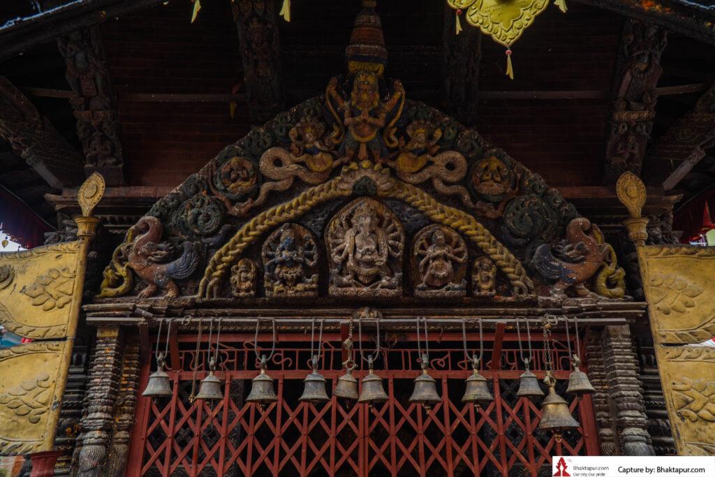 Carved ganesha on the toran of Shiddhi kali temple