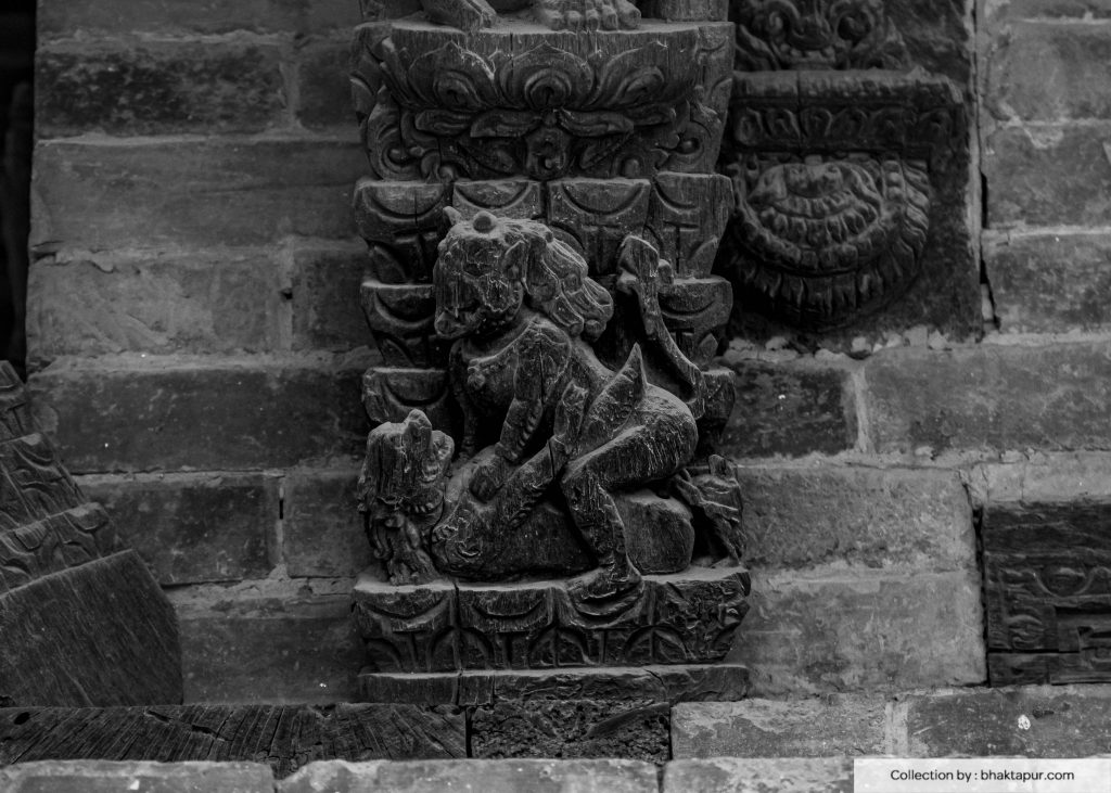 Erotic carvings on the struts